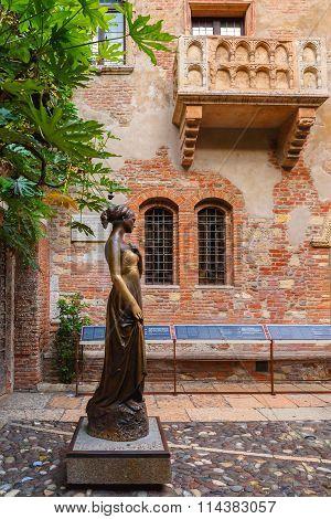 Juliet staue in Verona, Italy
