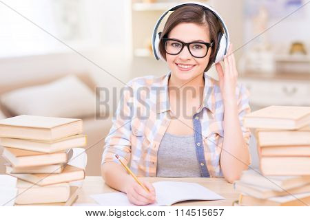 Young female student doing audio exercises.