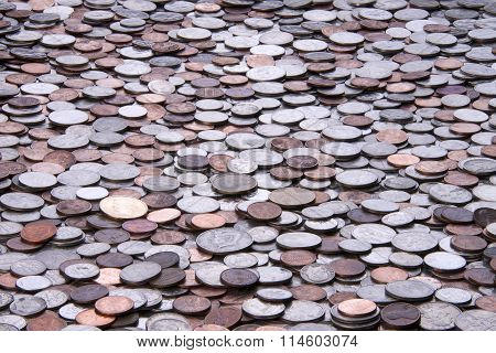 many American coins, quarters, nickels, dimes, pennies, fifty cent piece, dollar coins