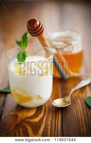 Greek yogurt with honey
