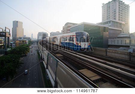 Bts Sky Train Arriving Platform At Ratchathewi Station