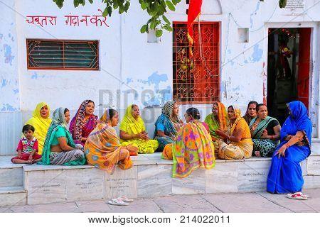 Agra, India-november 8: Unidentified Women Sit Outside Hindu Temple In Taj Ganj Neighborhood On Nove