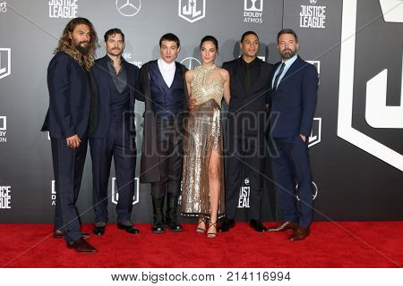 LOS ANGELES - NOV 13:  Jason Momoa, Henry Cavill, Ezra Miller, Gal Gadot, Ray Fisher, Ben Affleck  at the World Premiere of Justice League at Dolby Theater on November 13, 2017 in Los Angeles, CA
