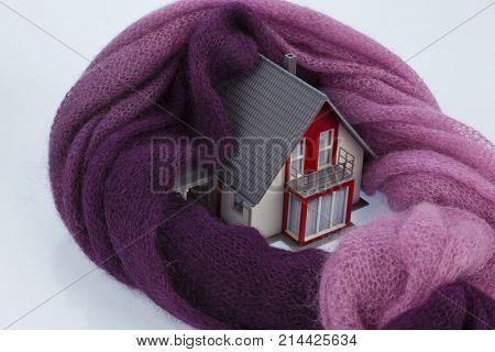 house with scarf. symbolfoto heat insulation