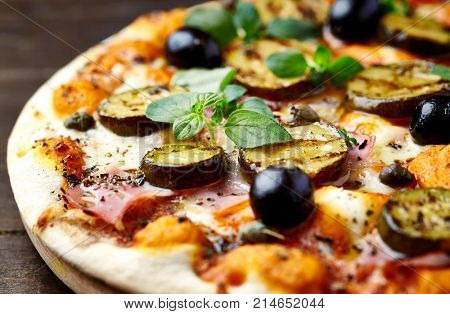 Pizza with grilled marinated zucchini