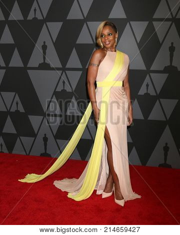 LOS ANGELES - NOV 11:  Mary J Blige at the AMPAS 9th Annual Governors Awards at Dolby Ballroom on November 11, 2017 in Los Angeles, CA