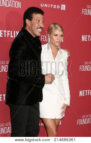 LOS ANGELES - NOV 9:  Lionel Richie, Sofia RIchie at the Patron of the Artists Awards 2017 at Wallis Annenberg Centeron November 9, 2017 in Beverly Hills, CA