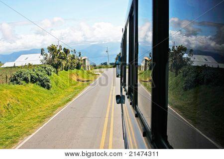 山区公路在蒙特 (哥斯达黎加)