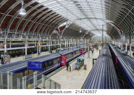 London, UK. 17th November 2017. Paddington station is the London terminus of the Great Western Railway which provides long distance links to the West country.