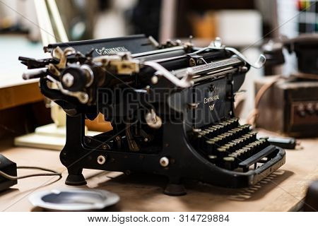 Doncaster, Uk - 28th July 2019: An Old Continental Typewriter Sits On A Wooden Table On Display At A