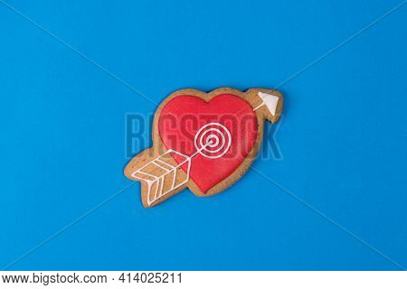 Cookies In The Form Of A Heart With An Arrow Pierced. Fragrant Cinnamon Cookies In The Shape Of A He