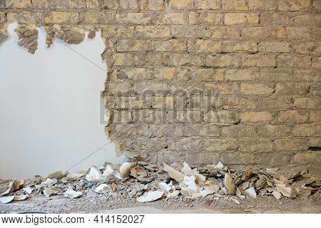 Old Brick Wall Expose And Restoration. Plaster Removal