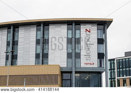 Dundee, Scotland - August 11, 2019: White Building Of Sleeperz Hotels Which Belongs To Premiere Inn