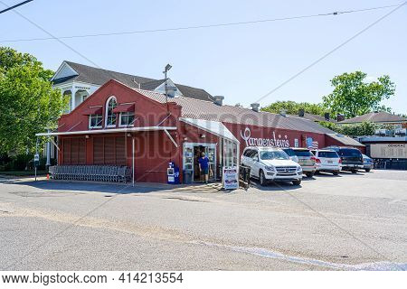 New Orleans, La - May 3: Langenstein's Grocery In Uptown New Orleans On May 3, 2020 In New Orleans,