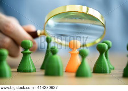 Customer Market Segment Using Magnifier Glass. Pawns Discrimination