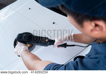 Polishing Of The Car Will Help Eliminate Contaminants On The Surface Of The Car.waxing The Car Surfa