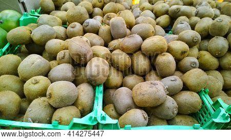 Kiwi Fruit In Box. Fresh Food On Supermarket Shelves Or Store. Chinese Gooseberry. Whole Kiwifruit I