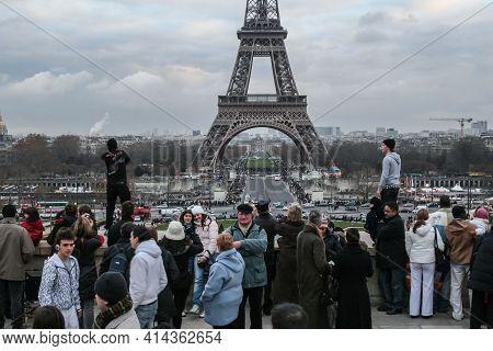 Paris, France - December 30, 2007: Selective Blur On Eiffel Tower, Or Tour Eiffel, Seen From Trocade