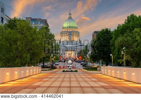 Madison, Wisconsin, USA state capitol building at dusk.