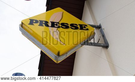 Bordeaux , Aquitaine France - 03 25 2021 : Presse Shop Red Yellow Logo Brand And Text Sign Front Of