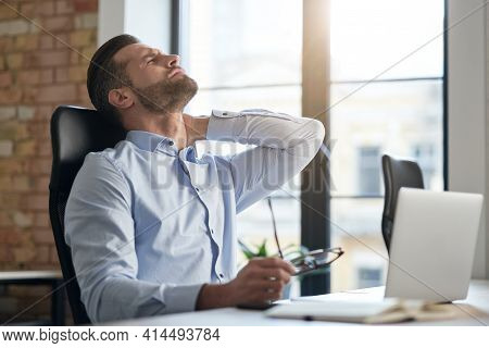 Office Work Causes Health Problems And Pain In The Muscles