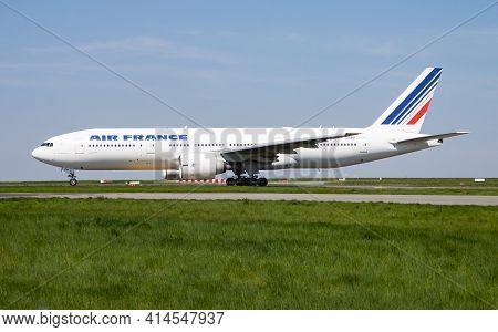 Paris, France - April 19, 2015: Air France Boeing 777-200 F-gspp Passenger Plane Departure And Take