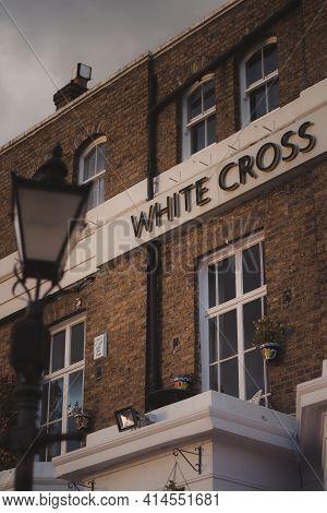 Richmond, London | Uk -  2021.03.19: The White Cross Richmond Pub On Sunset