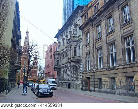 Lodz - Poland. 22 July 2019:  View Of Street Pavement In Lodz. Urban Architecture. City Life In Lodz