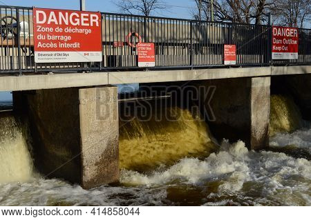 Smiths Falls, Ontario, Canada, March 22, 2021: Old Slys Water Dam On The Rideau Canal Located In The