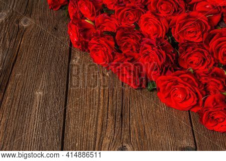 Luxurious Bouquet Of Fresh Red Roses