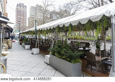 Philadelphia, Pa - March 26 2021: An Empty Outdoor Restaurant In Rittenhouse Square During Covid Out