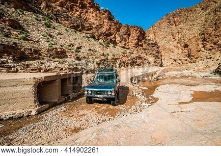 Aouli, Morocco - April 10, 2015. Old Vintage Range Rover Classic Going In The Valley Around Abandone