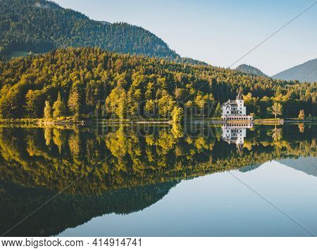 Breathtaking view of the calm morning lake in the sunlight. Location place resort Grundlsee, Liezen District of Styria, Austria, Alps. Europe. Vibrant photo wallpaper. Discover the beauty of earth.