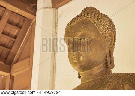 Phayao, Thailand - Dec 13, 2020: Headshot Front Left Buddha Statue In Sanctuary In Wat Analayo Templ