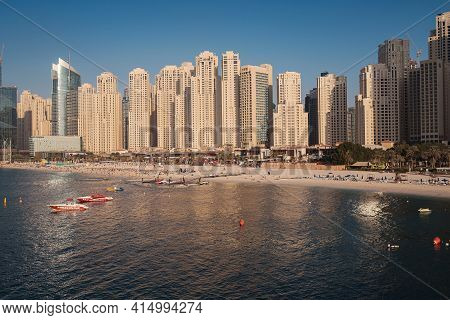 Dubai, Uae - February 15, 2020: Marina Jbr Beach Sea Water Font Tall Buildings.
