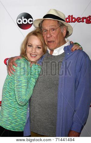 vLOS ANGELES - SEP 3:  Wendi McLendon-Covey, George Segal at the