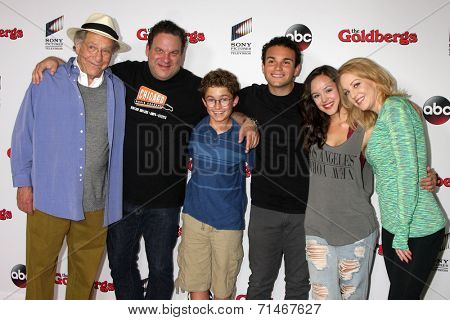 LOS ANGELES - SEP 3:  George Segal, Jeff Garlin, Sean Giambrone, Troy Gentile, Hayley Orrantia, Wendi McLendon-Covey at the