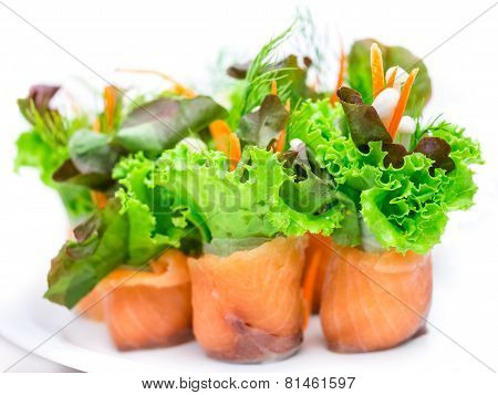 Salmon organic vegetable roll