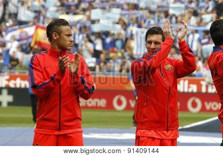 BARCELONA - APRIL, 25: Leo Messi and Neymar of FC Barcelona clapping hands before a Spanish League match against RCD Espanyol at the Power8 stadium on April 25, 2015 in Barcelona, Spain