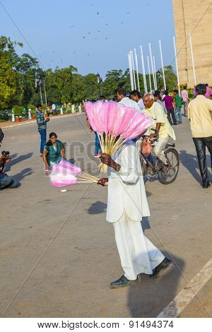 Sales People At India Gate Offer Cotton Candy To Indian Tourists