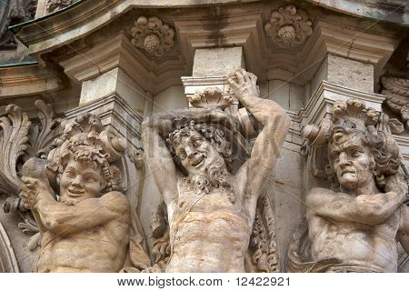 Three satyrs, Zwinger Place