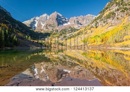 maroon bells aspen colorado reflected in lake in fall