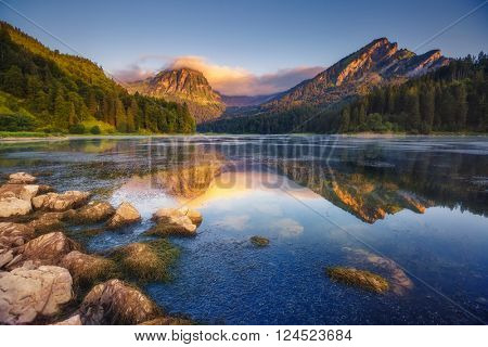 Fantastic views of the turquoise Lake Obersee under sunlight. Dramatic and picturesque scene. Location famous resort: Näfels, Mt. Brünnelistock, Swiss Alps. Europe. Artistic picture. Beauty world.