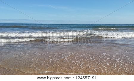 just perfect picture in the perfect time ,no humain or animal there just the blus sky,clean waves.
