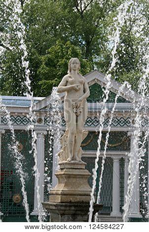 "Peterhof, Russia - June 27, 2008: Fountain ""eve"" In The Architectural Ensemble Of Peterhof"