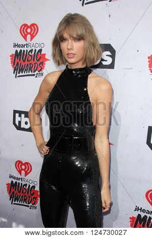 LOS ANGELES - APR 3:  Taylor Swift at the iHeart Radio Music Awards 2016 Arrivals at the The Forum on April 3, 2016 in Inglewood, CA