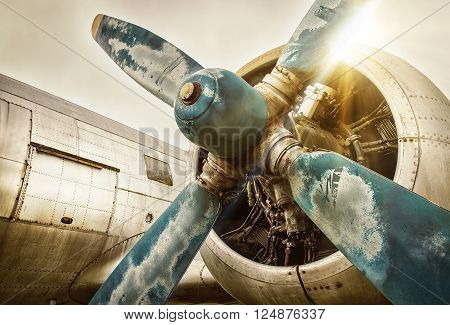 picture of the propeller of a old airplane