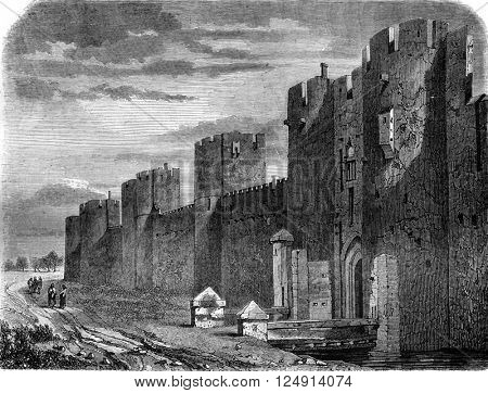 View of the walls of Aigues-Mortes, vintage engraved illustration. Magasin Pittoresque 1847.