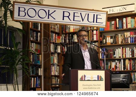 HUNTINGTON, NY-APR 6: New York Mets pitcher Ron Darling talks about his book