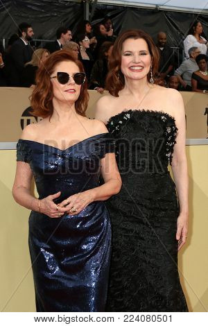 LOS ANGELES - JAN 21:  Susan Sarandon, Geena Davis at the 24th Screen Actors Guild Awards - Press Room at Shrine Auditorium on January 21, 2018 in Los Angeles, CA